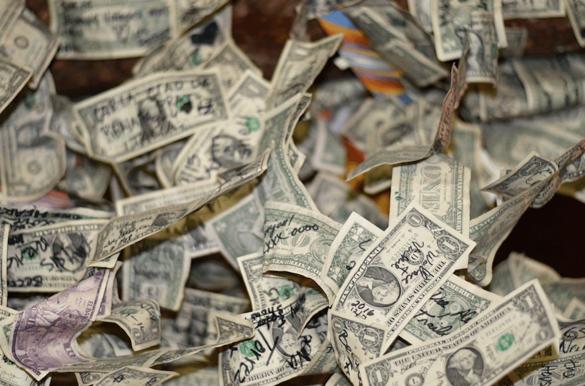 Bargeldtransfers werden strenger kontrolliert