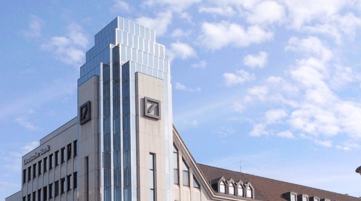 Die Deutsche-Bank-Aktie stürzt unter 10 Euro