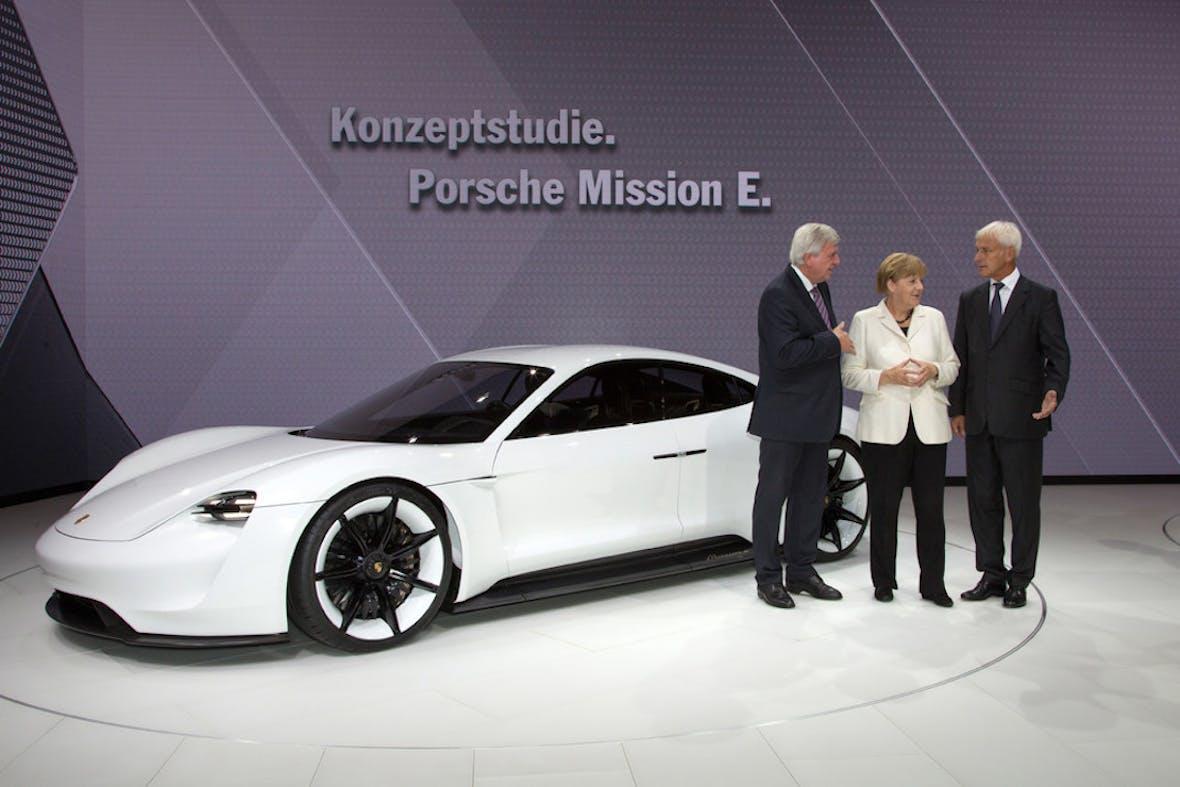Porsche startet digitalen Ladeservice für Elektrofahrzeuge