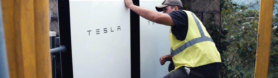 Tesla zurück in Privatbesitz? Goldman Sachs berät Elon Musk
