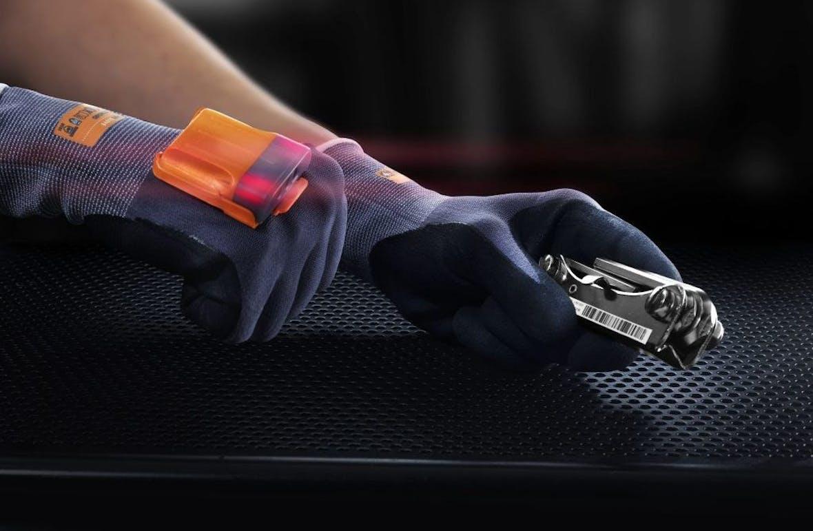 Internet of Things: Ein Handschuh senkt die Fehlerquote bei BMW und Ikea