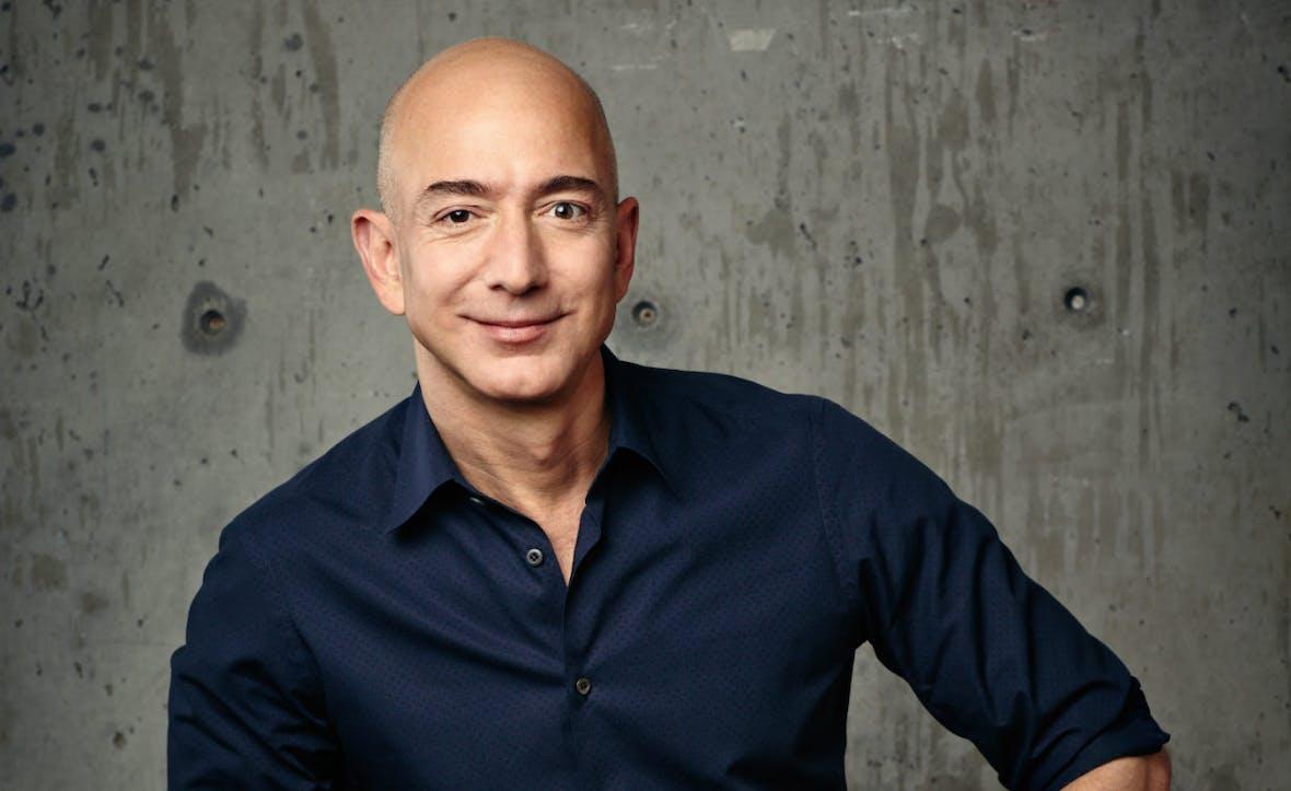 Amazon-Chef Jeff Bezos spricht mit Mitarbeitern über seine Probleme.